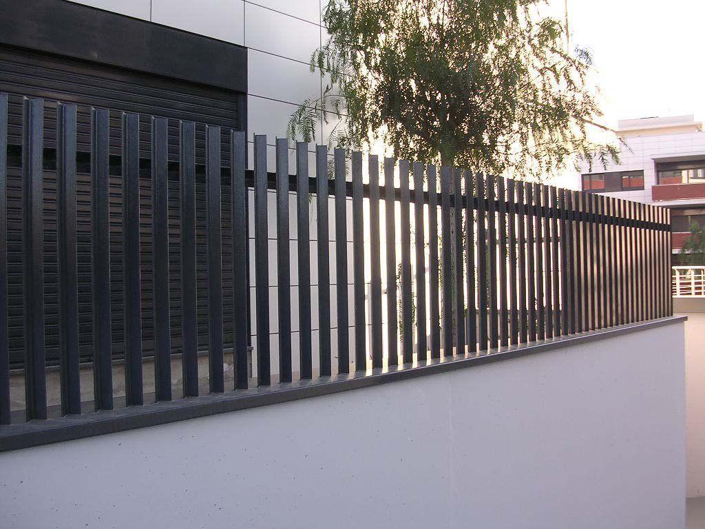 Rejas forjadas Del Hierro Design en portón de frente
