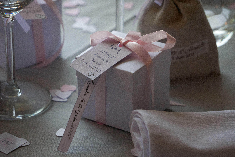 Fait maison à l'intérieur il y a une suculente avec du papier de soie   Fait maison, Fabrication ...