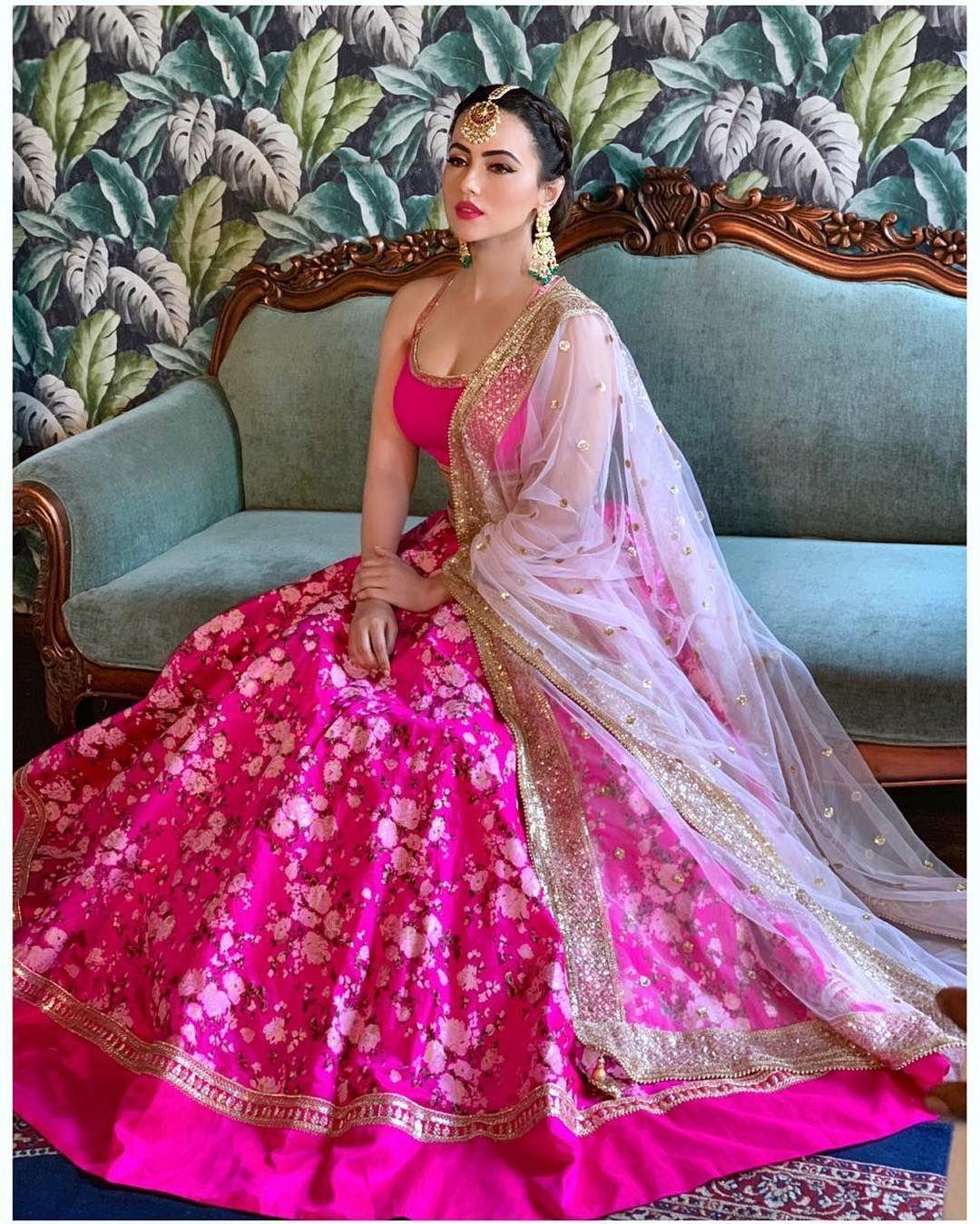 Sana Khan looks Bridal lehenga choli, Lehnga