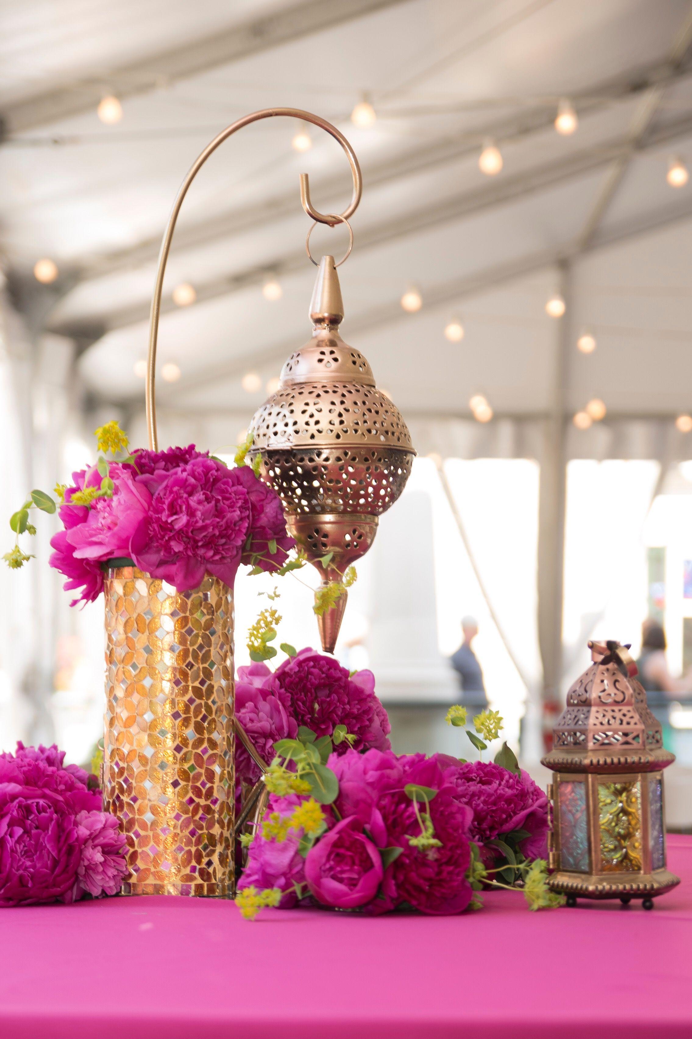 Fuchsia peony gold lantern moroccan centerpiece 50th for Sideboard orientalisch