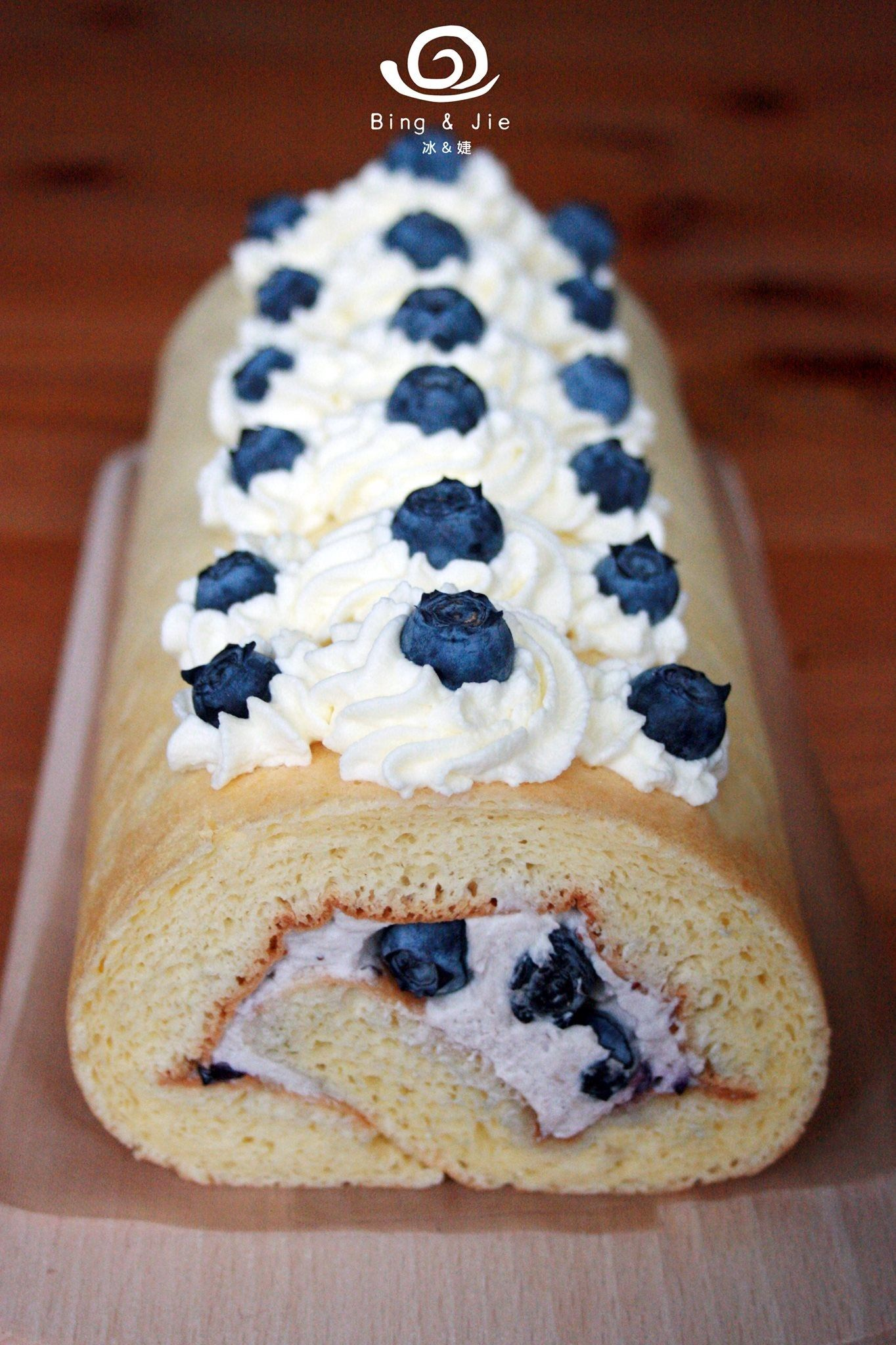 Blueberry Cake Roll https://www.facebook.com/bingjiecake