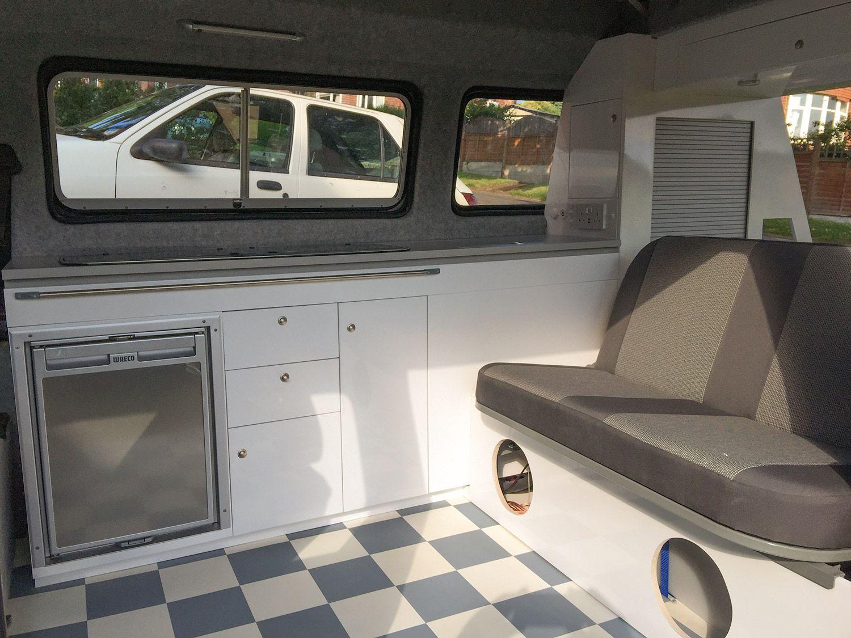 Contemporary vw t25 interior bespoke design by dubteriors for Kombi van interior designs