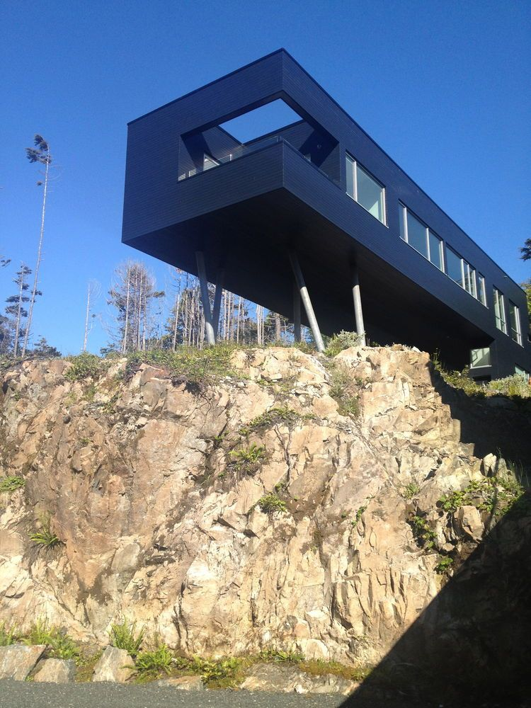 A Giant, 20-Module Prefab Perched Across a Coastal Site in ...