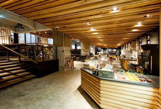 RM-Starbucks-Amsterdam-Bank-103_Saraguato