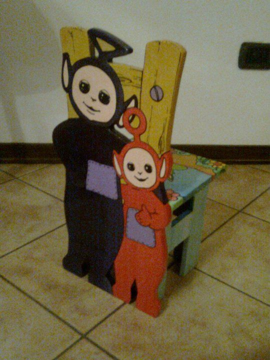 Seggiolina per bambini in legno.