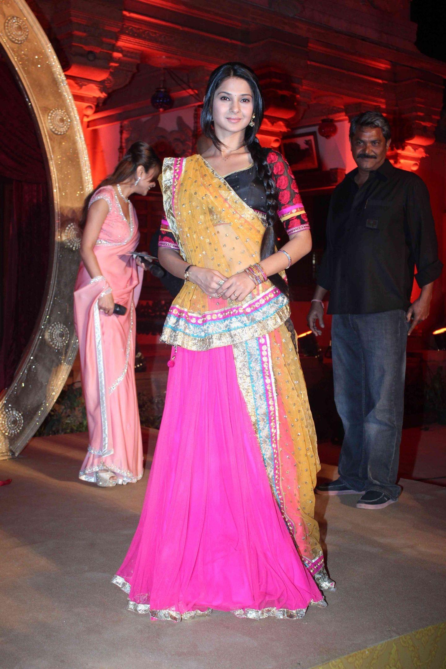 Swayamvaram Serial Actress Jennifer Winget Photo Gallery Kumud ...