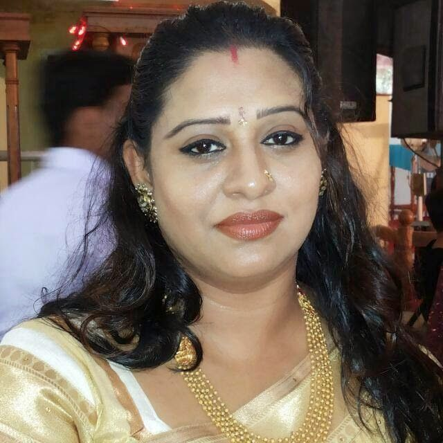 Beena Antony New Hot Photos In Saree Mallu Serial