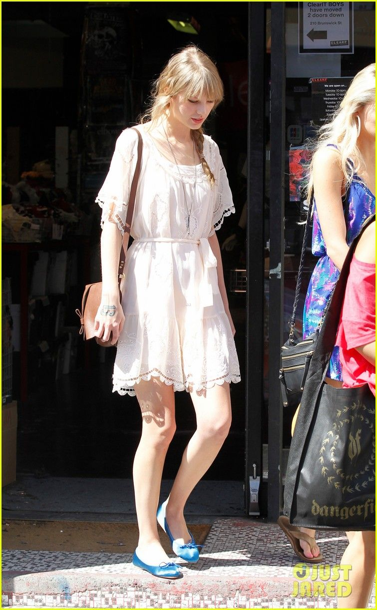 Taylor Swift: Brunswick Street Shopper