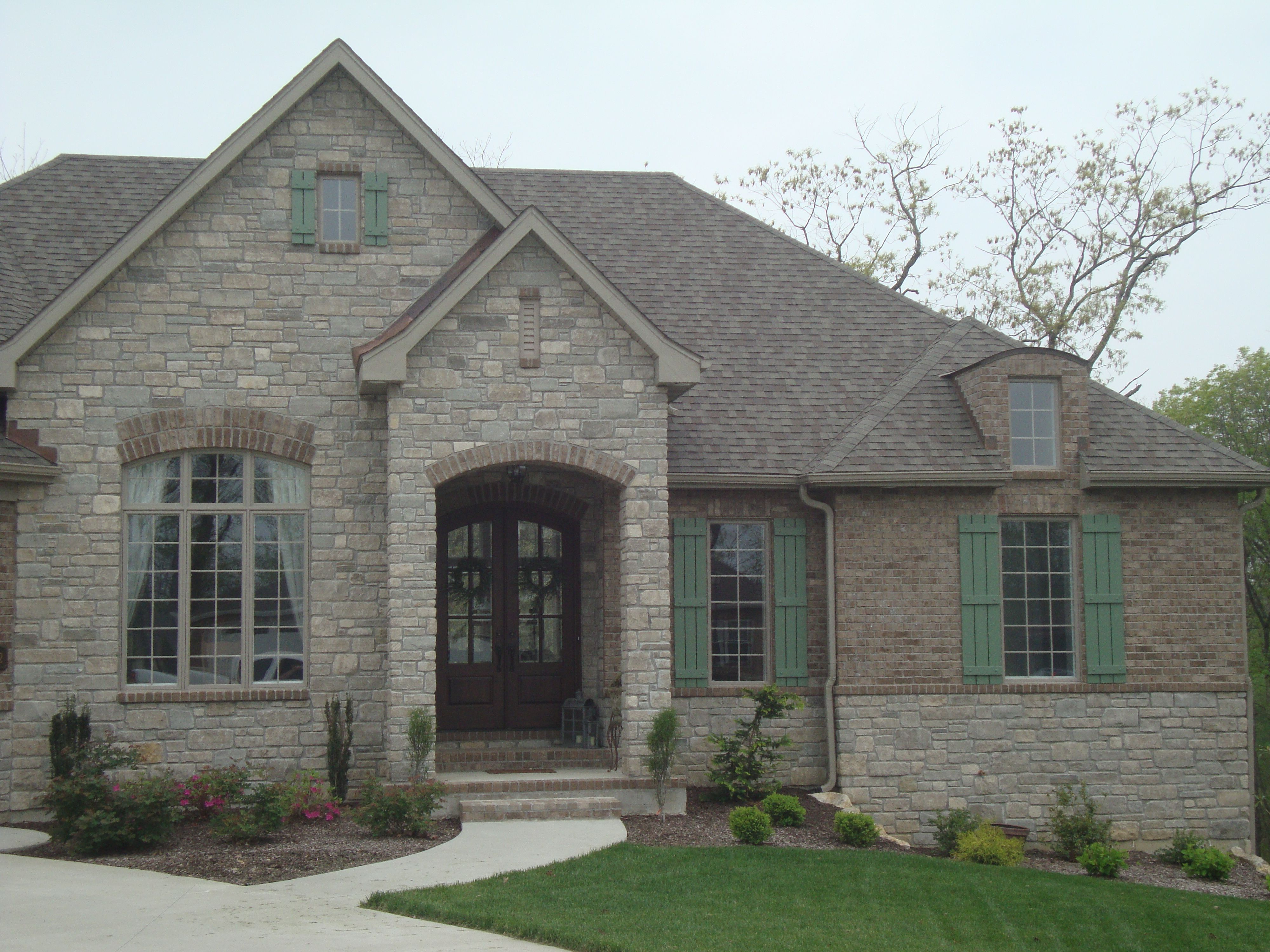 Www midwestblock com rock brick stone home house stunning home exterior