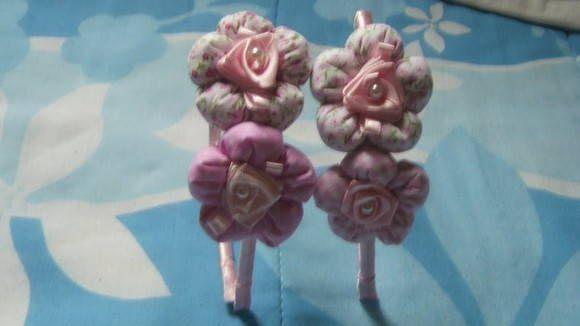 tiara encapada com fita de cetim,com flores fofinhas e de tecido.  maiores informações pelo e-mail:claudiapaivace@hotmail.com R$ 12,60