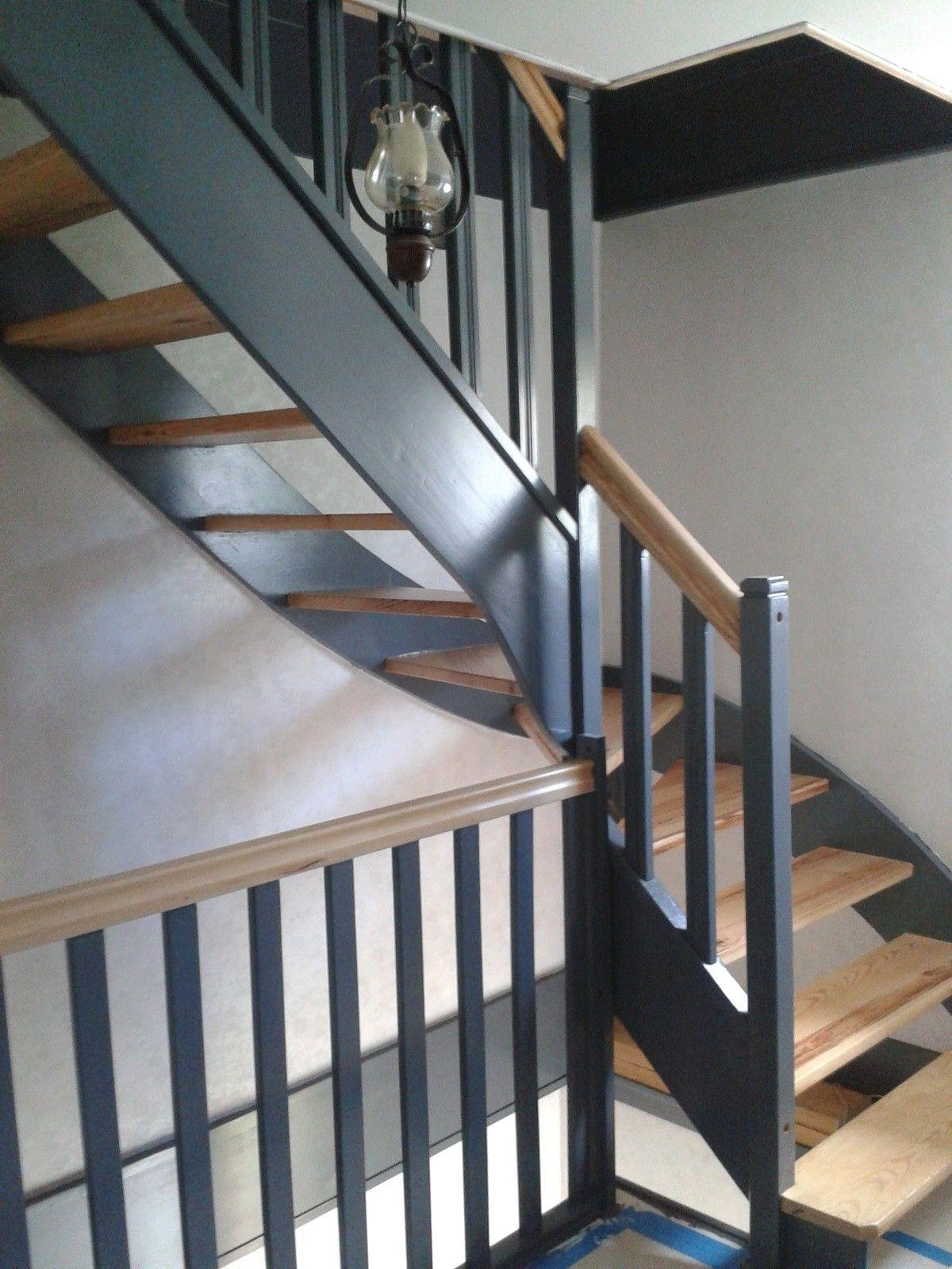 Repeindre Escalier En Bois escalier peint 2 couleurs belle maison design tarzx com et