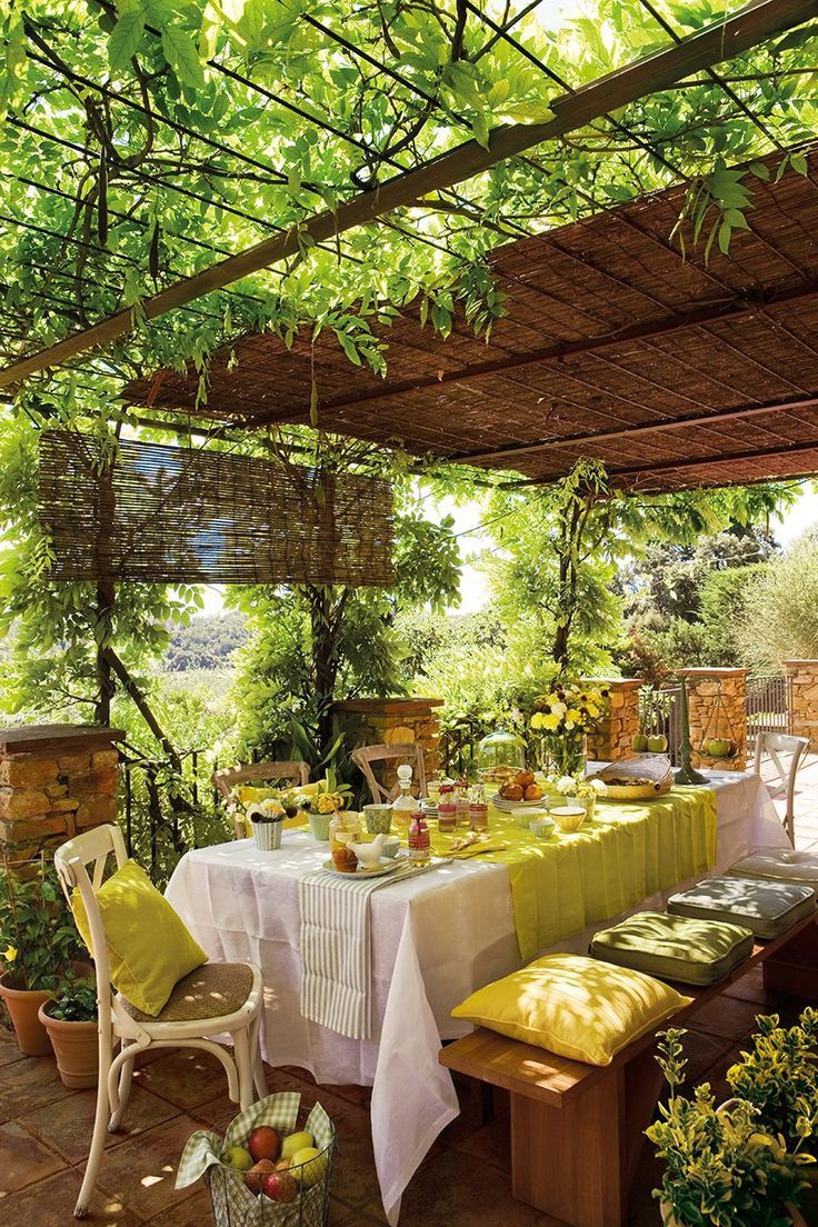 Terrasse beautiful outdoor setting for quiet get for Beautiful dining area