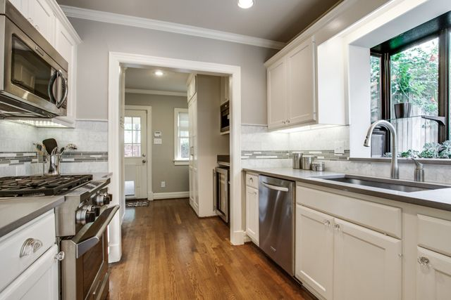 Photos: Shoot2Sell When Dallas City Center Realtor Britt Lopez sent me a link to her newest Hollywood Heights listing, I knew we had to have it on the blog because it was absolutely love at first sight. (adsbygoogle = window.adsbygoogle || []).