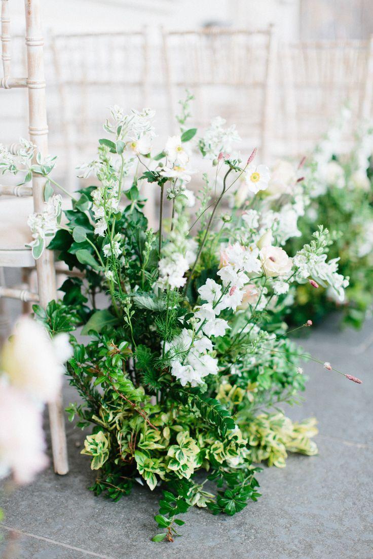 Stilvolle Hochzeit am Aynhoe Park mit unglaublichem Blumenbogen   – flowers