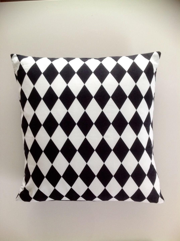 Housse de Coussin tissus noir et blanc motifs losanges 50x50