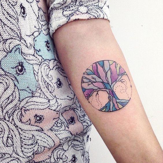 15 tatuajes con diseños que te harán llevar el misticismo contigo