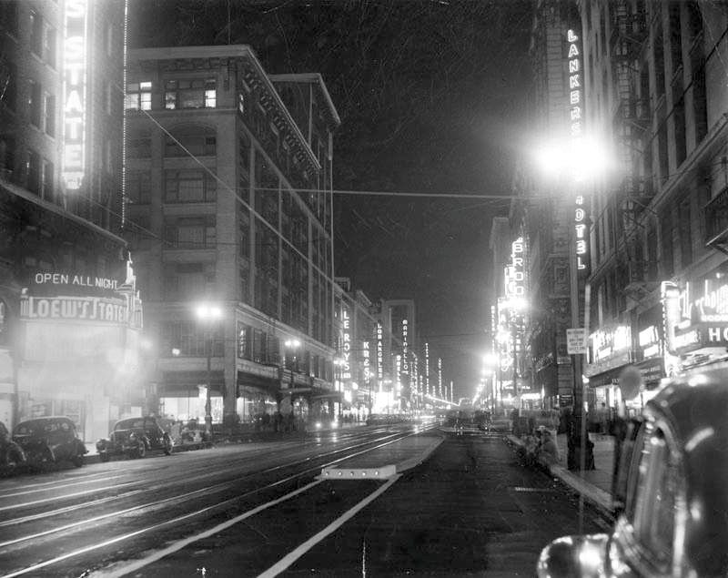 A Nighttime Photograph Of Broadway Los Angeles In 1946 During A Transit Strike In 2020 Downtown Los Angeles Los Angeles Vintage Los Angeles