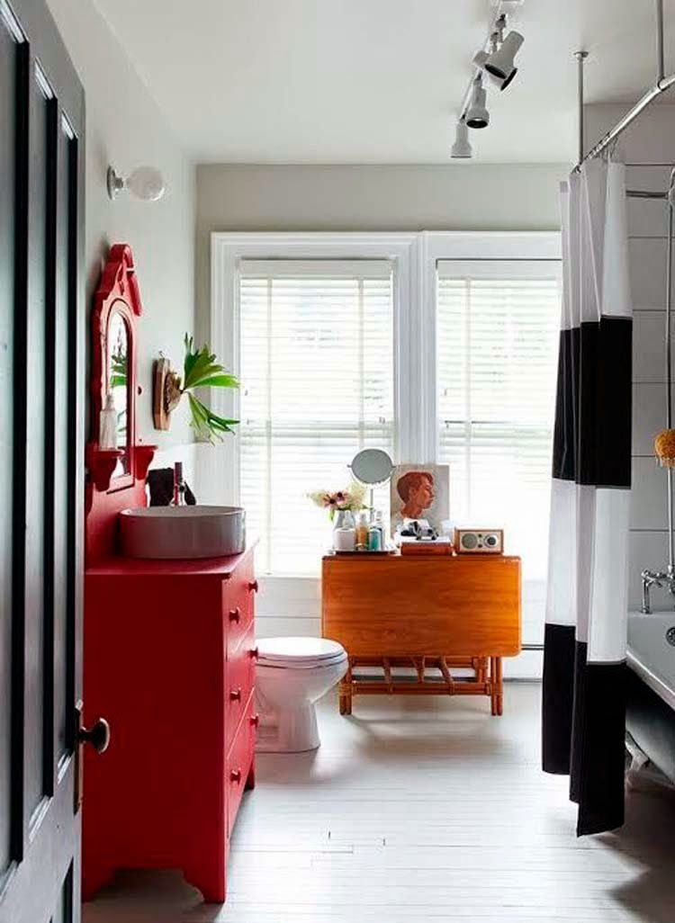 Yellow house on the beach: The personal touch, colorful and stylish