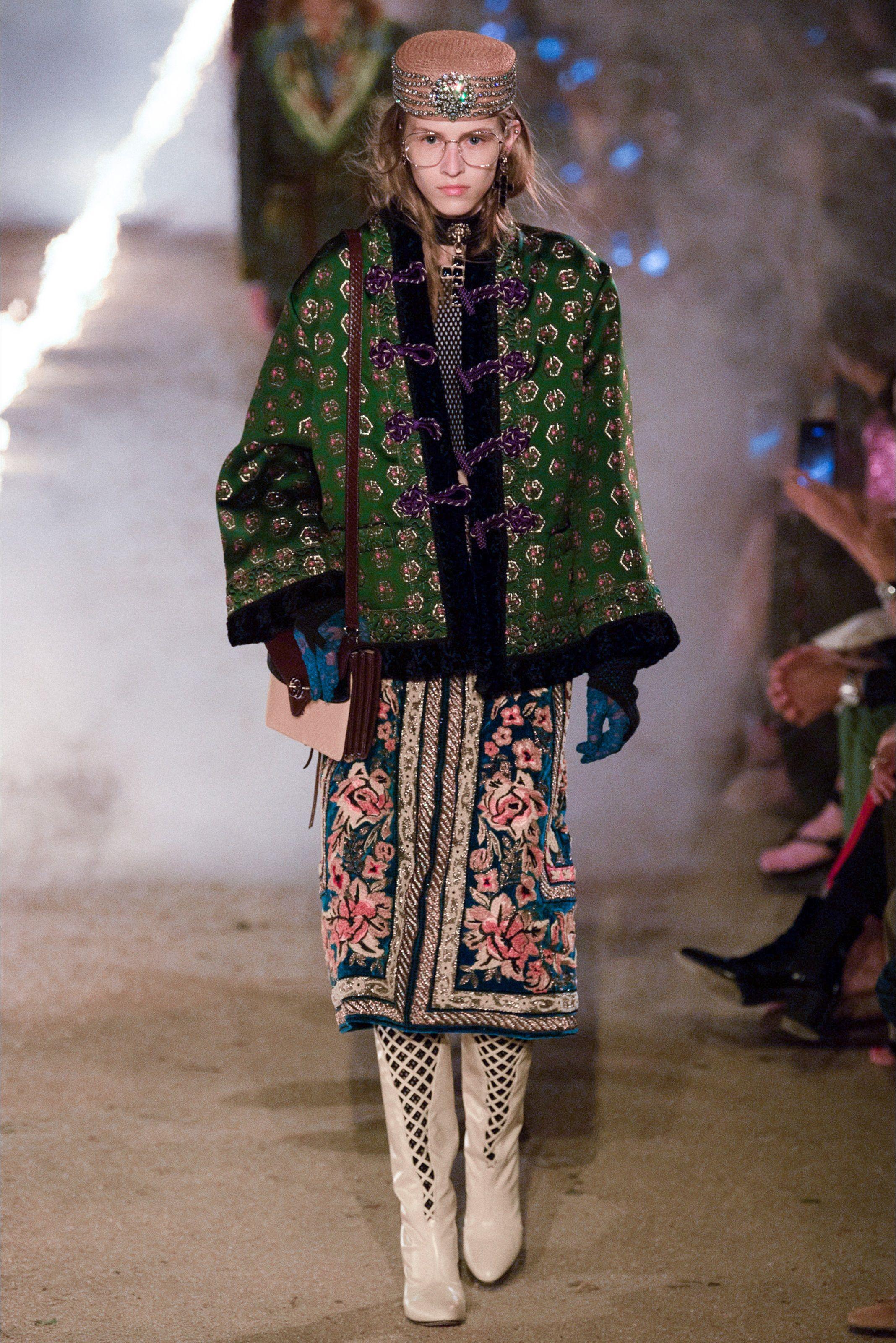 9a895bc2da Sfilata Gucci Arles - Pre-collezioni Primavera Estate 2019 - Vogue ...