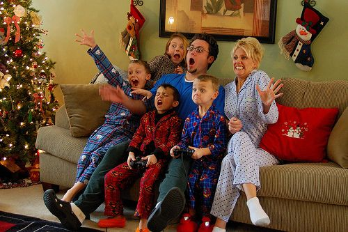 25 Cute Family Christmas Picture Ideas | Family christmas pictures ...