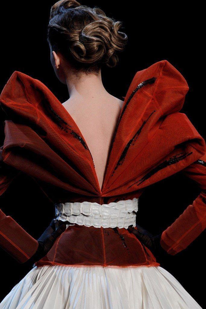 Christian Dior Spring 2011 Couture Fashion Show Details