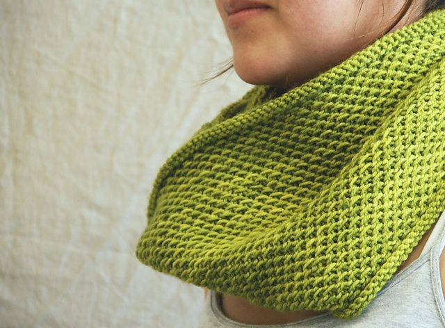 33f464177 Ravelry  honey cowl pattern by Madelinetosh This was fun to make ...