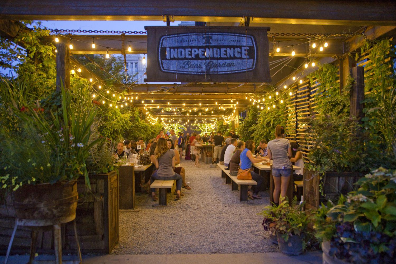 Independence Beer Garden In Philadelphia At Night Landscape Exterior Lighting In 2019