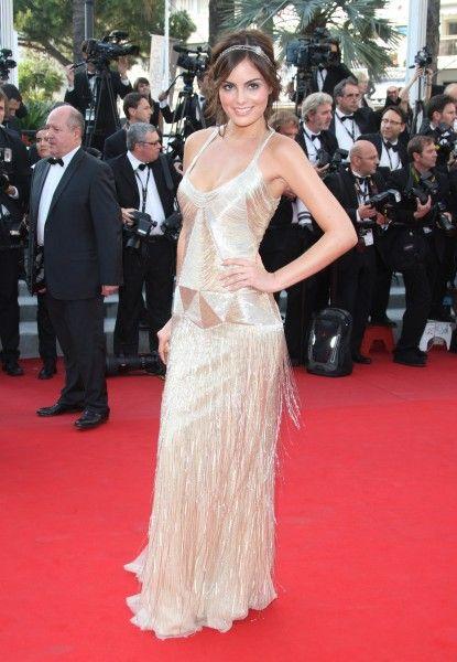 ximena navarrete ex miss universo mexicana con vestido dorado estilo a os