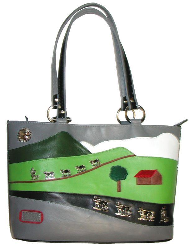 """Damenhandtasche im Appenzeller Style mit dem Säntis Motiv. Mehr auf """"waltermaurer.ch"""" unter Alpstein Taschen"""