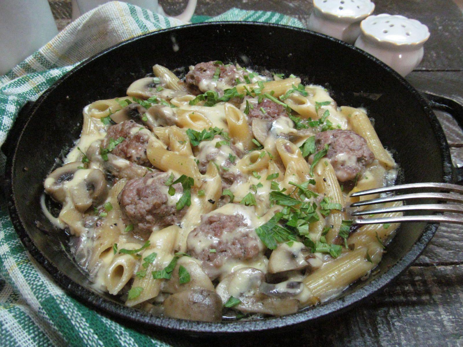 Макароны с фрикадельками в одной сковороде | Рецепт ...