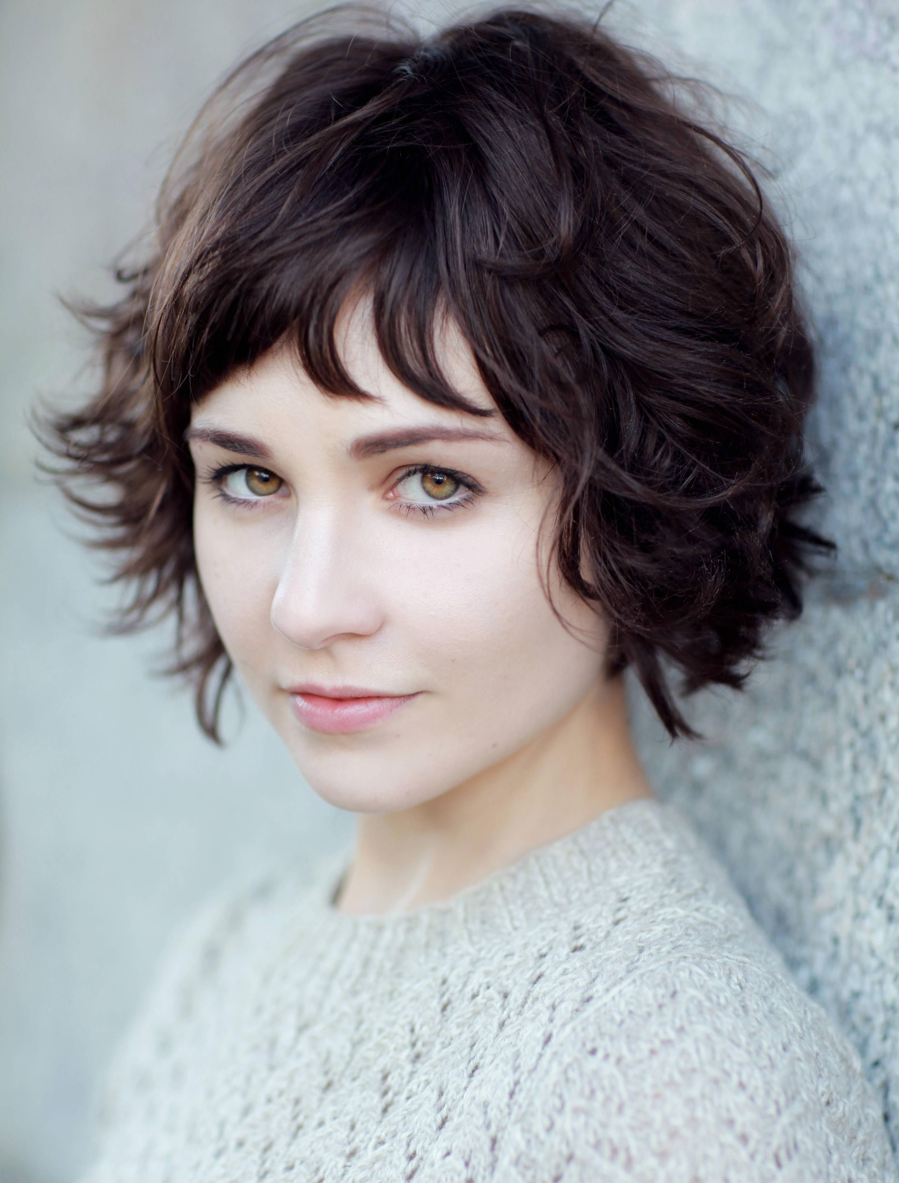 Tuppence Middleton Short Wavy Haircuts Short Wavy Hair Short Hair Styles For Round Faces