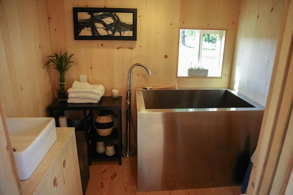 Anese Soaking Tub Tiny Home On The Coast By Heirloom