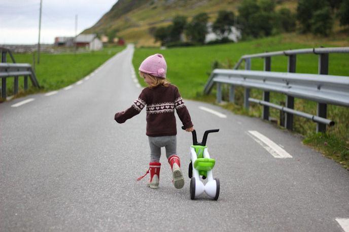 Biking with kids in Norway I @Satu VW todestinationunknown.com I Destination Unknown