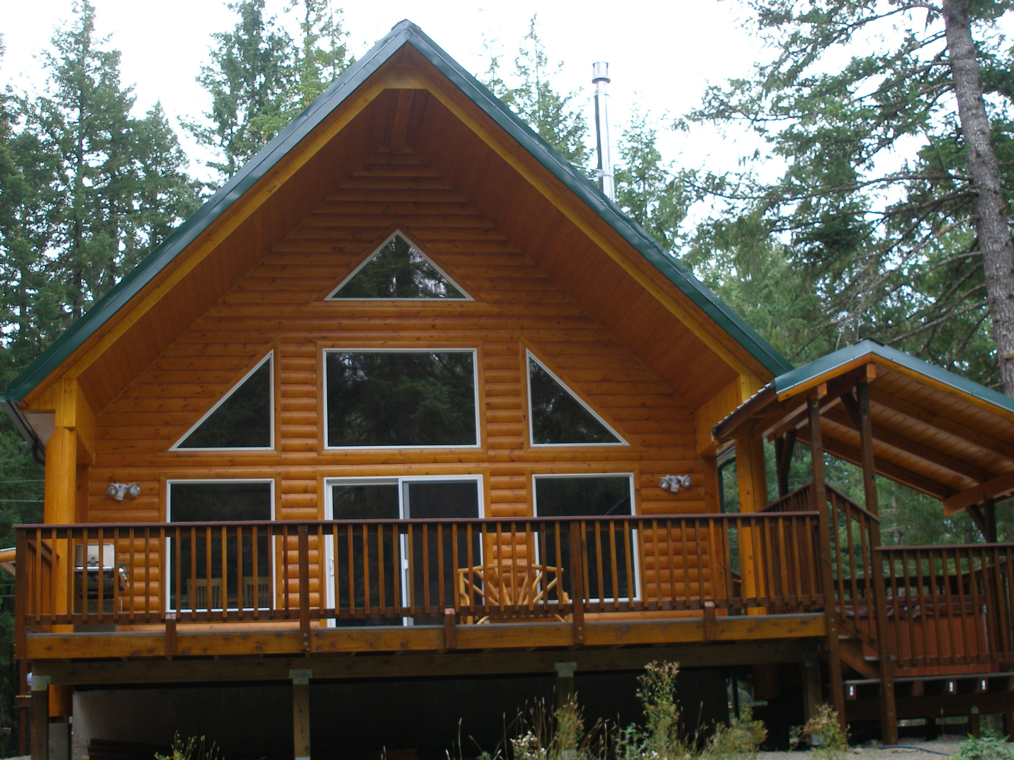 This 3 Bedroom  2 Bath Log Cabin Is Located In Packwood