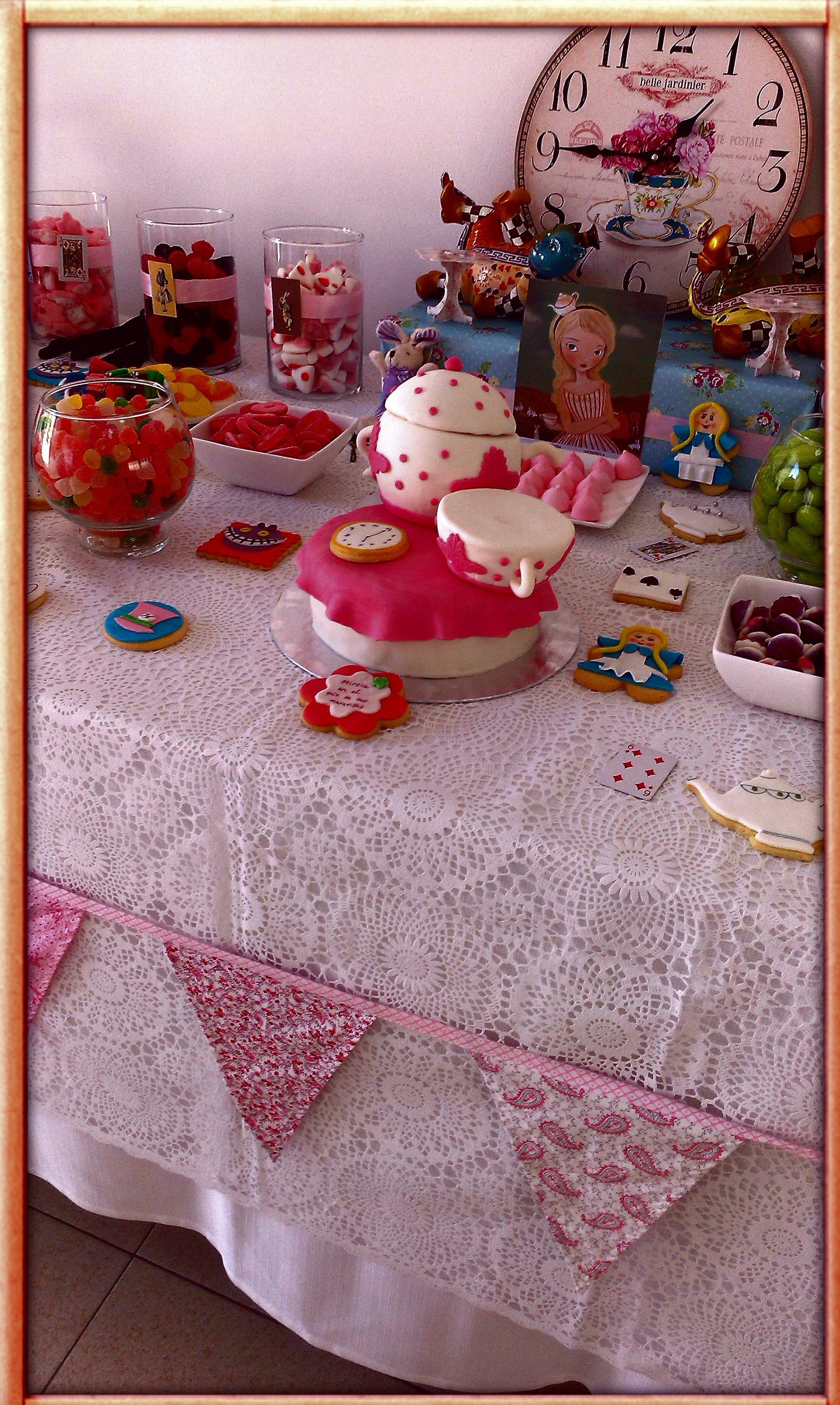 mesa xuxes, dulces, Alicia en el País de las Maravillas