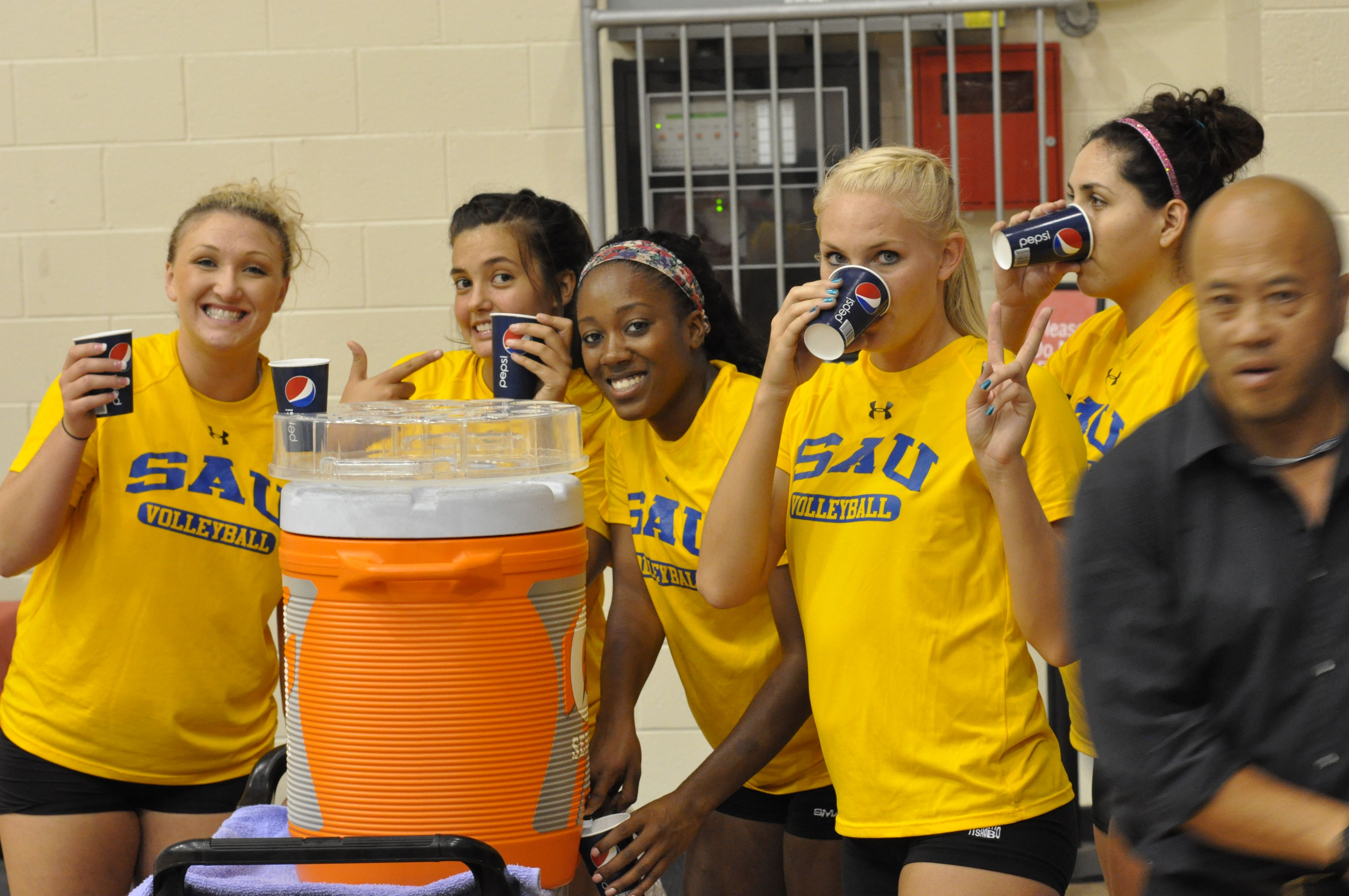 Players Taking A Water Break At Practice In Hawaii Volleyball Pictures Sports Jersey Players