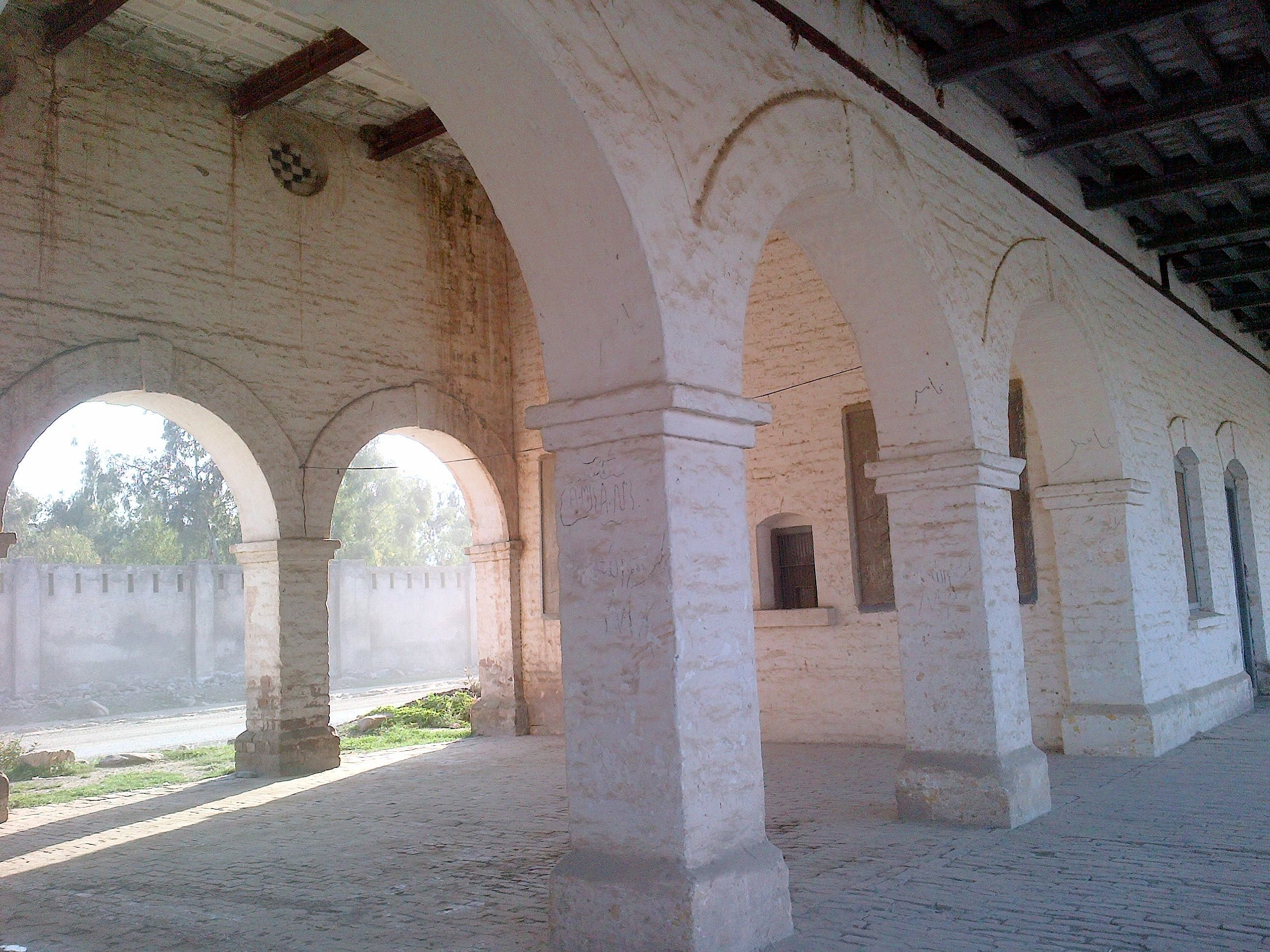 Station Building, arches in the verandah.