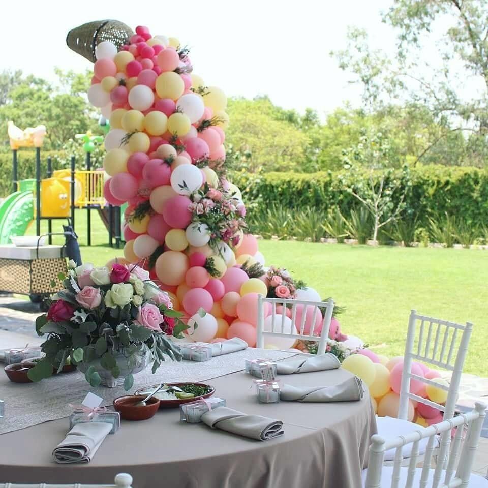 8fef0a45b17f Cascadas de globos y flores