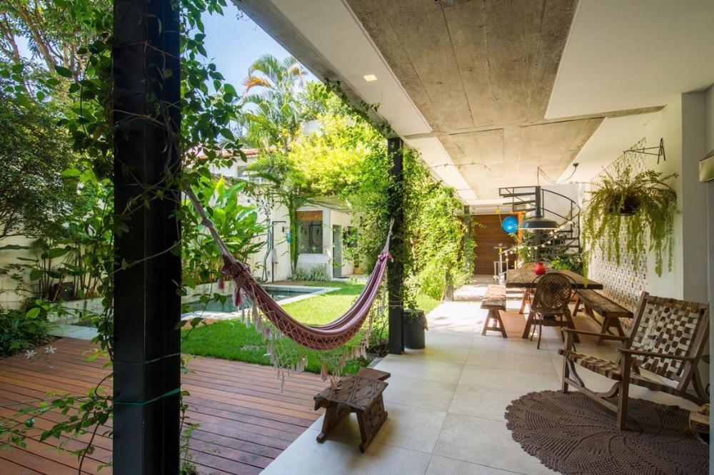 Rimbunnya 7 Desain Taman Tropis Teduhkan Rumah Di Perkotaan Rumah Halaman Patio Ide Halaman Belakang
