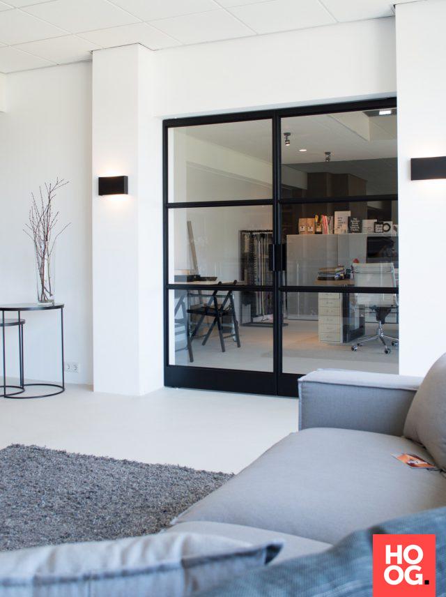 Luxe woonkamer met stalen binnendeuren met glas   woonkamer ideeën ...