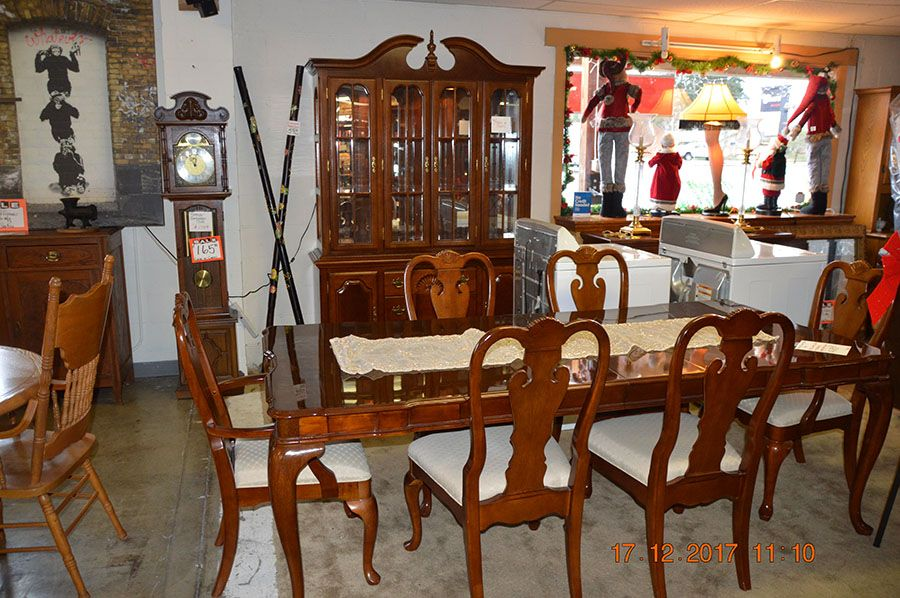 Cherry Dining Room Set By Universal Furniture.