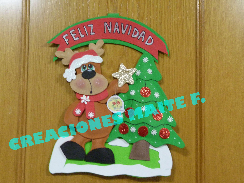 Placa de navidad para puerta en goma eva reno con arbol de for Manualidades con goma eva para navidad