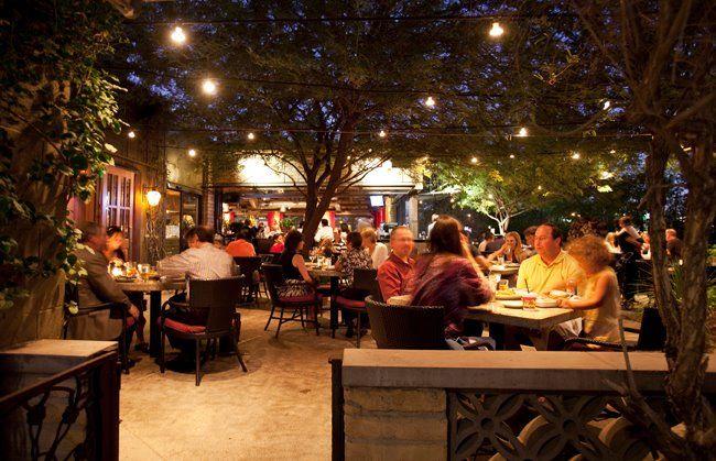 Chelsea 39 s kitchen patio at night chelseaskitchen for Jardin restaurant madison
