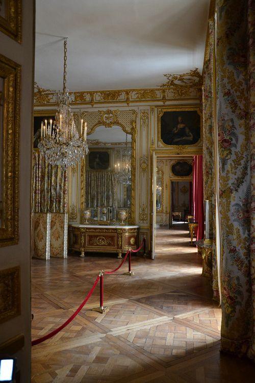 Enfilade through the King\u0027s Bedchamber (Chambre de Louis XV) into