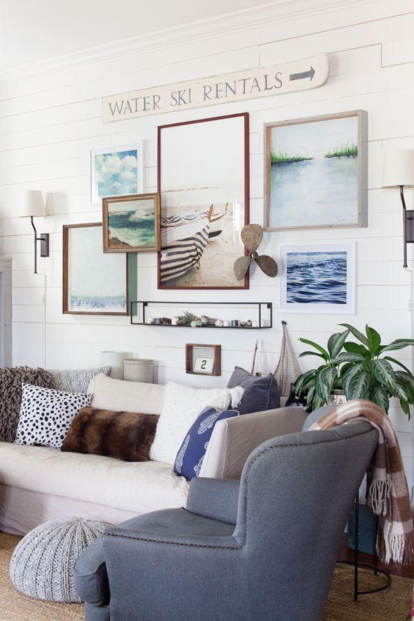 Farmhouse decor in 10 stunningly beautiful living rooms #beautiful #decor #farmhouse #living #rooms #stunningly #coastallivingrooms