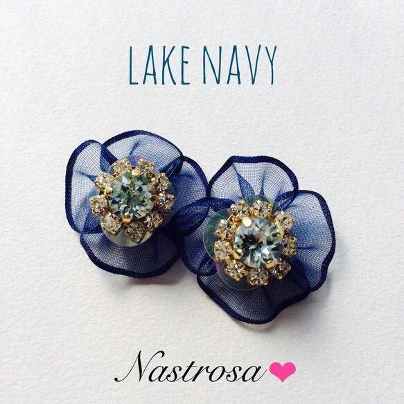 全体にブルーのグラデーションで、綺麗に澄んだ湖をイメージしました✧‧˚♫ビジュー部分はライトアゾレとクリスタルのスワロレーン、オーガンジーは少し明るめのネイビ...|ハンドメイド、手作り、手仕事品の通販・販売・購入ならCreema。