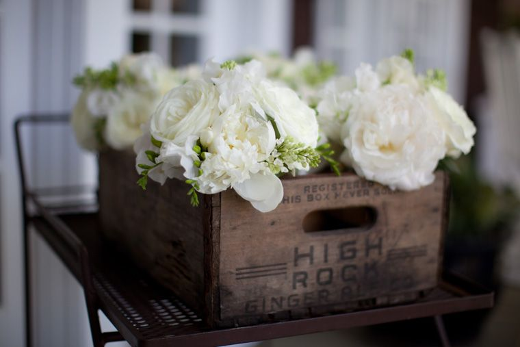 Liz & Ryan Photography, crate by XOXO Vintage Rentals