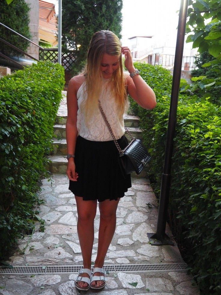 t-shirt - H&M - Jeans - Vero moda - Sandaler - Birkenstock - Ur - urkompagniet.dk - Bælte - Abercrombie & Fitch    Hej søde læsere! Håber i har nydt weekenden? Det er skønt at kunne gå i seng i aften med den tanke om, at man endelig har sommerferie!! og derfor ikke skal tidligt op og ....