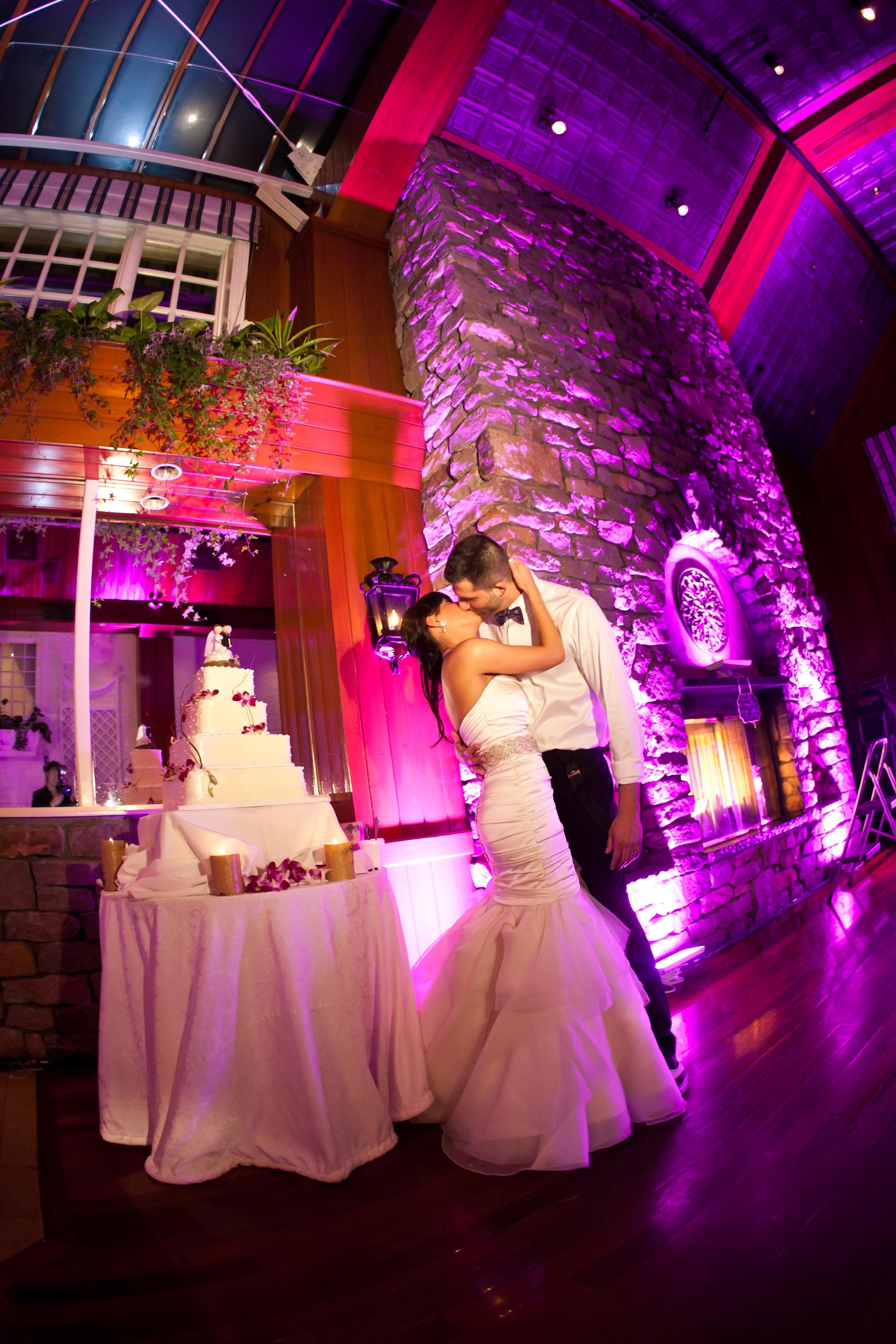 Bride and groom with their gorgeous wedding cake. | Long Island ...