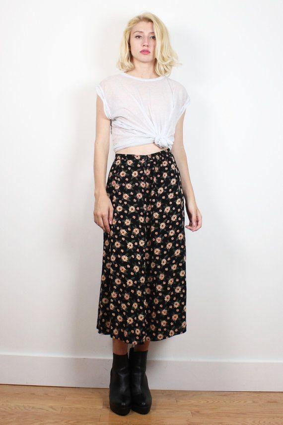 Vintage 1990s Skirt Black Pink Beige Ditsy Floral Midi Skirt Boho Soft Grunge Daisy Knee Tea Length Hippie Skirt 90s Skirt S Small M Medium #1990s #90s #etsy #vintage #ditsy #floral #midi #skirt #grunge #softgrunge #soft